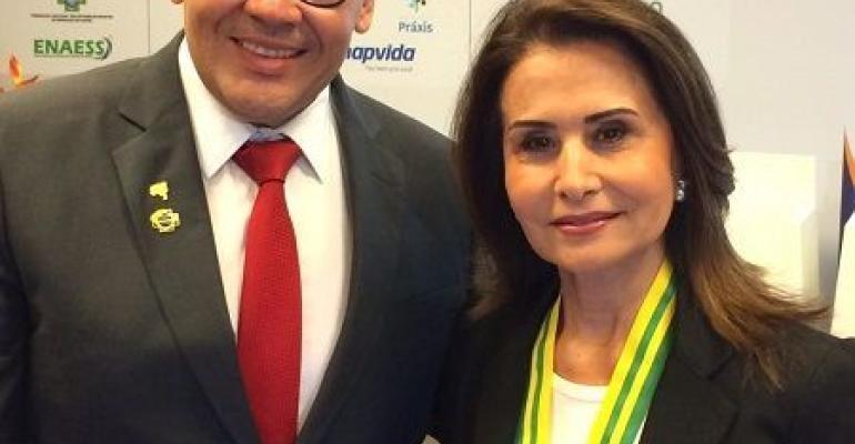 Presidente da Hospitalar é homenageada durante o VI Congresso Brasileiro Fenaess