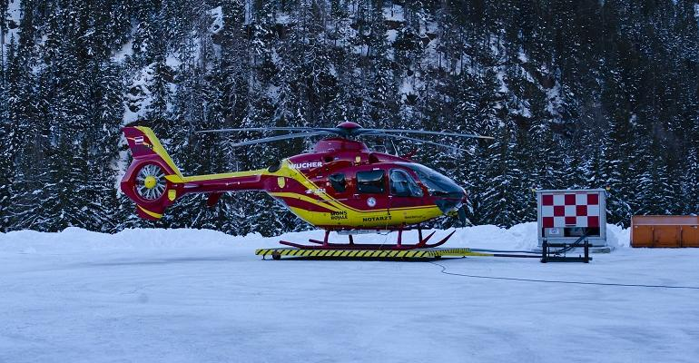 helicopter-4732977_1920.jpg